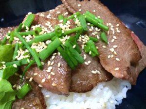 今日の料理レシピはかんたん焼き肉丼!