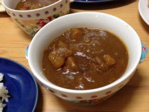 離乳食でアレンジレシピ!牛すじ圧力鍋カレーと赤ちゃんトマトカレー風