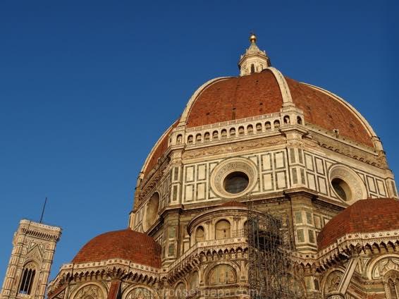 イタリア新婚旅行 フィレンツェ 朝のドゥオーモ(大聖堂)周辺を散歩する