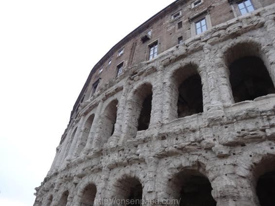 イタリア新婚旅行 コロッセオと間違えたマルケッルス劇場