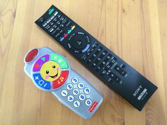 テレビのリモコンが好きすぎる赤ちゃんのお悩み解決