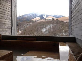 青湯とパノラマ!小国わいた温泉 豊礼の湯