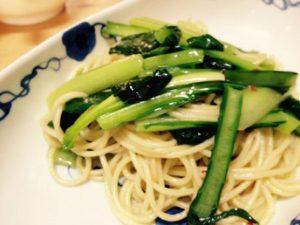 今日のパスタレシピは女性にやさしいかんたん小松菜パスタ!