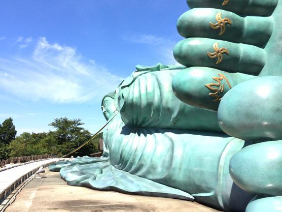 宝くじで1億3千万円当選した住職がいる南蔵院のでかい涅槃像にあやかった