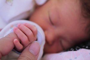 赤ちゃんに粉ミルクをあげてるママ必見!水道水で大丈夫?無料のクリクラママを試したよ!