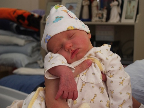 赤ちゃんが突然発熱したママ必見!アデノウイルスの症状とは?感染したらどうすればいいの?