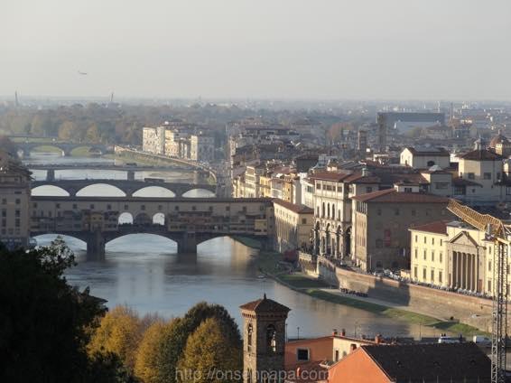 イタリア新婚旅行 フィレンツェ ヴェッキオ橋(ポンテ・ヴェッキオ)とアルノ川