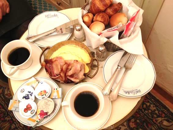 イタリア 新婚旅行 朝食  3768