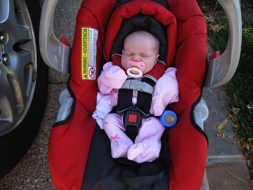 出産して退院する時の赤ちゃんの連れて帰り方