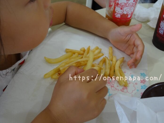 ハーモニーランド 食事 ハッピーカフェ ハンバーガー  DSC02087